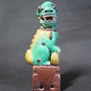晚清素彩瑞狮塑像