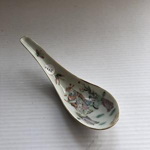 晚清粉彩人物纹汤勺