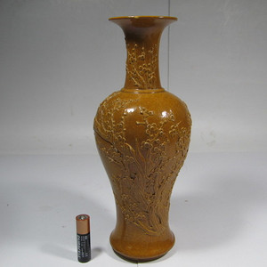 民国酱油釉堆花观音瓶