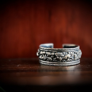精品 收藏级古代首饰 清代高浮雕银镯一只