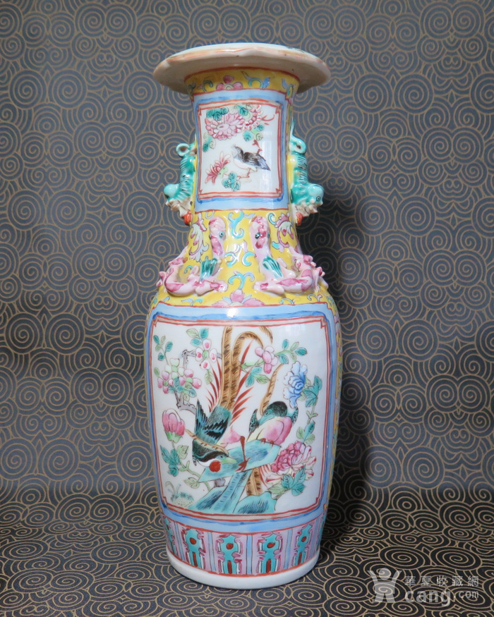 清代官高一品粉彩葵口大瓶图2