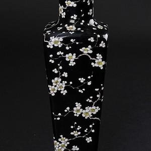 欧美回流 出口创汇 墨地粉彩梅花纹方棒槌瓶