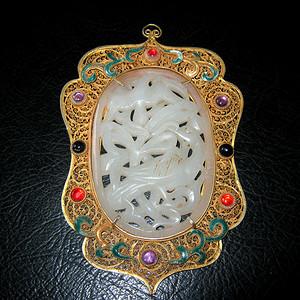 创汇期银鎏金蕾丝嵌和田玉雕件