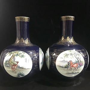 本金祭蓝釉描金开窗动物纹天球瓶一对