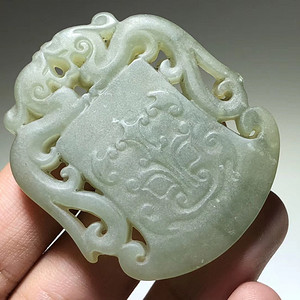 民国 和田青玉 府上有龙 挂件 双面 雕刻 工艺不错 玉质细腻