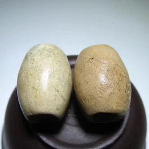 开门到代 战汉时期 鸡骨白玉 橄榄珠 一对 玉质细腻 包浆老道