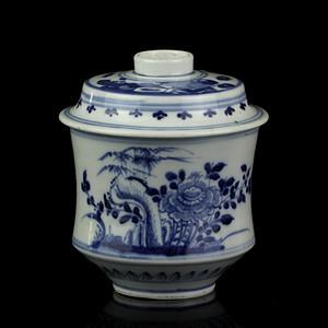 10清中期青花洞石花卉纹盖罐