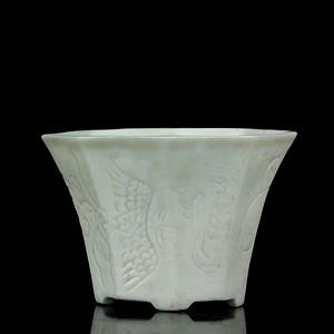 14清早期德化窑白釉龙凤纹八角杯