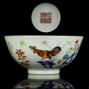 27清乾隆粉彩公鸡图纹碗