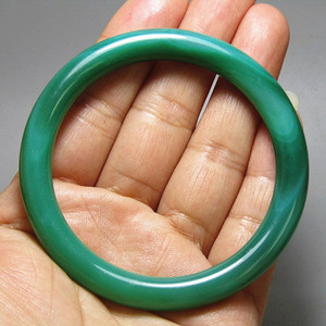 创汇时期天然玛瑙 帝王绿 圆条手镯