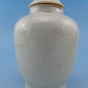 32.明代 甜白釉盖罐