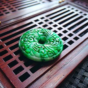冰润辣绿精雕平安扣吊坠