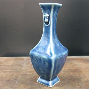 蓝釉山水纹饰花瓶