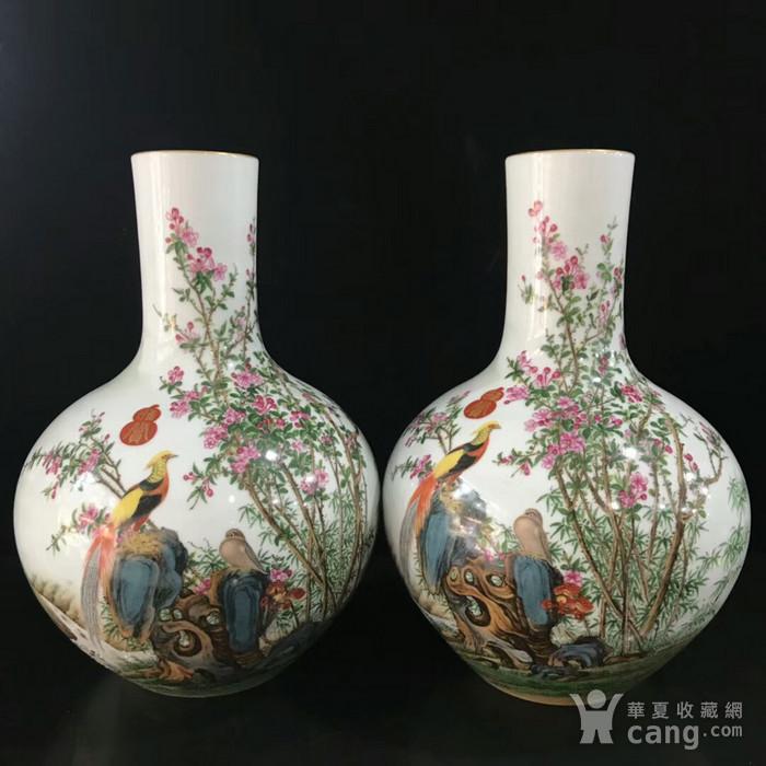 本金珐琅彩郎诗宁恭绘花鸟纹天球瓶图1