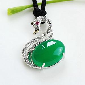 纯银镀18K白金镶47颗闪耀锆钻完美玻璃种绿玉髓高档天鹅吊坠