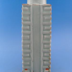 105.清代 豆青釉琮式瓶