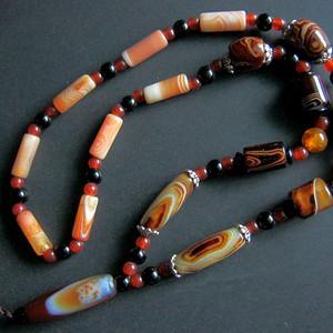 漂亮的缠丝玛瑙串珠项链