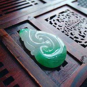 冰润带阳绿如意吊坠
