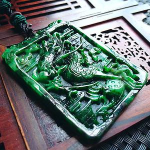 冰润辣绿精雕飞龙在天吊坠