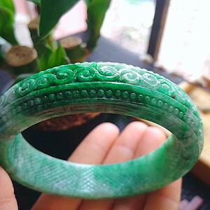 冰润满绿精雕宽边手镯