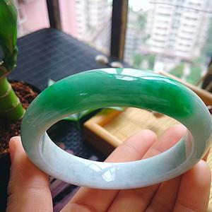 冰润带阳绿宽边手镯
