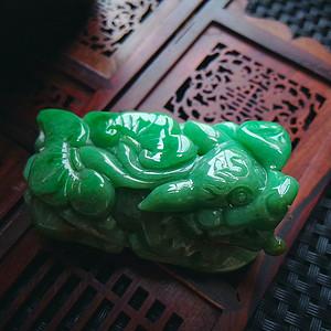 冰润满绿貔貅摆件
