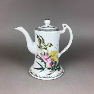 民国新粉彩花鸟茶壶