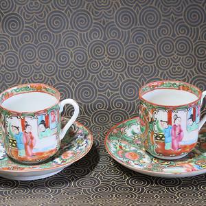 晚期合家欢花鸟人物粉彩杯碟两套