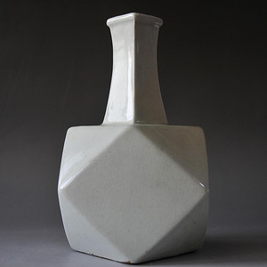 清中期白釉多棱瓶
