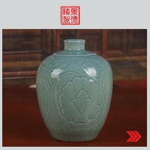 景德镇文革老厂货瓷 单色釉暗刻花卉图酒瓶