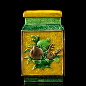 11清晚素三彩三多纹四方瓶