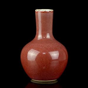 14清红釉天球小瓶