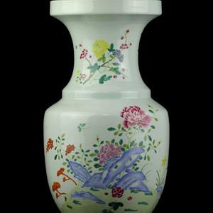 32清中期粉彩洞石花卉纹盘口尊