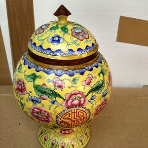清代铜胎黄釉绘花卉福寿高足小盖罐 23
