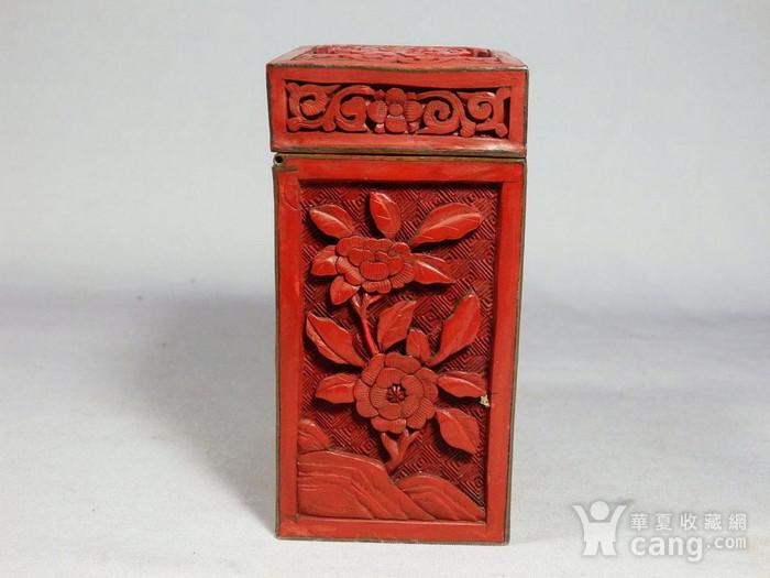清代锡红人物雕刻四方盖盒图3