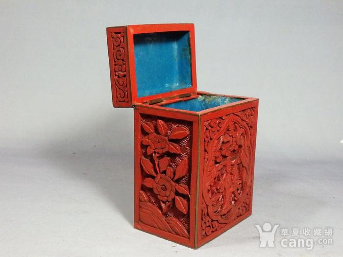 清代锡红人物雕刻四方盖盒图5