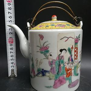 粉彩人物壶