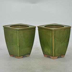 绿釉花器一对