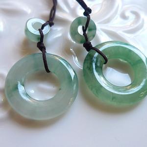 A货翡翠冰种飘绿圆环一对3.05g
