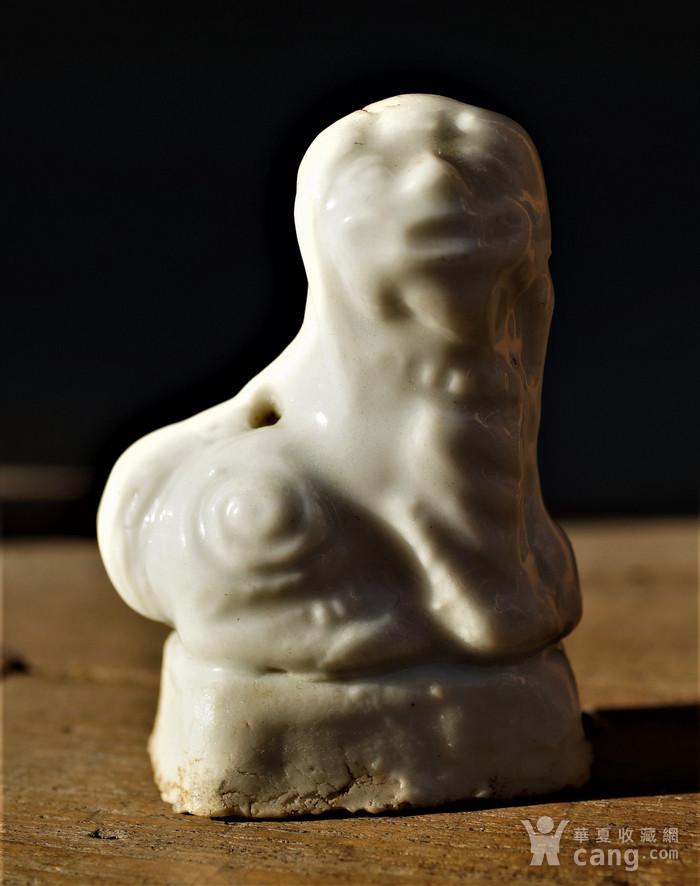 回流明清时期德化窑的白瓷香插狮子图1