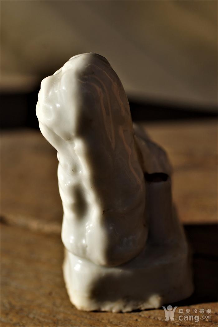 回流明清时期德化窑的白瓷香插狮子图10