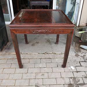 造型漂亮红酸枝方桌