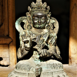 回流百年前的老佛像
