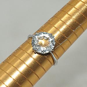 2.0克镶水晶戒指