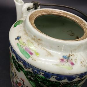 清晚期粉彩茶壶