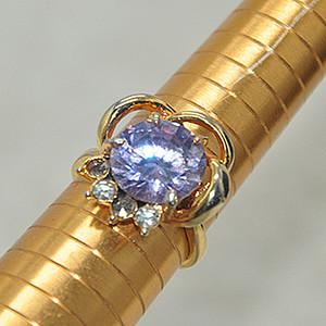 8.4克镶水晶戒指