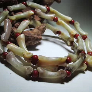 小有年头 以见玉化 挂链 隔珠为正宗保山南红柿子红