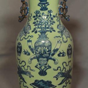 清中豆青暗八仙纹龙耳瓶 完美品