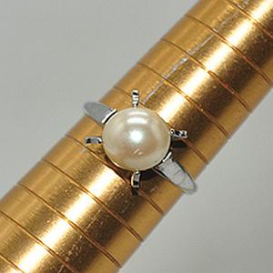 1.6克镶珍珠戒指