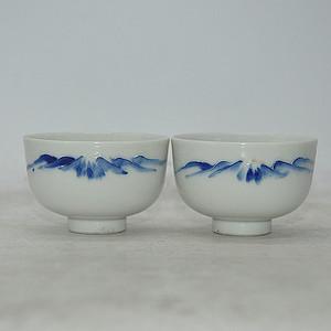 青花小茶碗两个